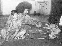 Бхагаван Шри Сатья Саи Баба с детьми