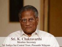 Выступление секретаря Центрального Траста Шри Сатья Саи в Прашанти Нилаям Шри К. Чакравартхи